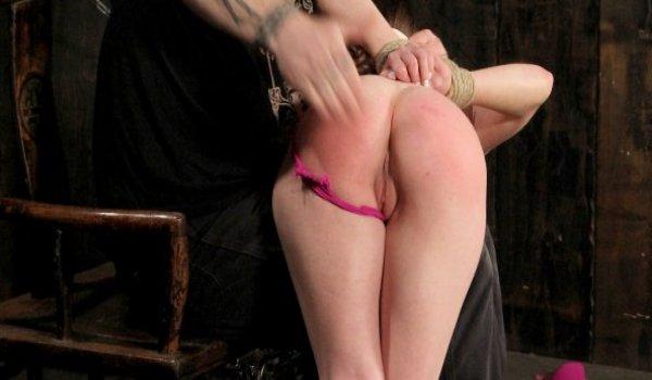 Imagem para Ninfeta amarrada por cordas e apanhando na bunda