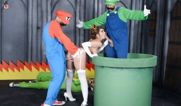 Princesinha dando a bucetinha para o Mario e chupando a pica do Luigi