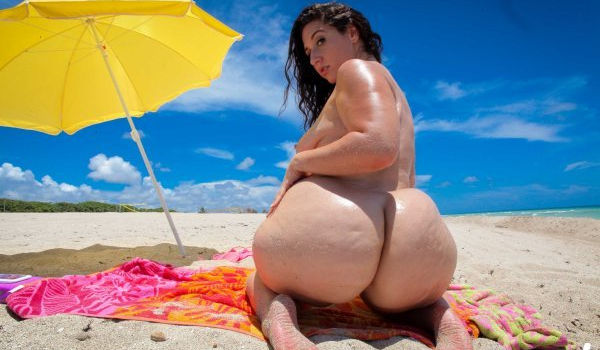 Gordinha rabuda pelada na praia deixo o rapaz louco