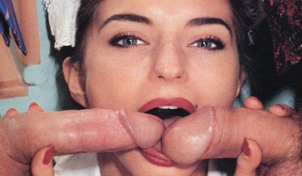 Empregada com duas picas na boca