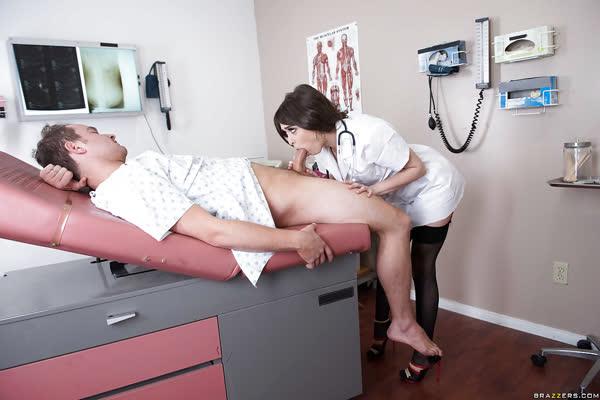 medica-safada-pagando-boquete-no-paciente-5