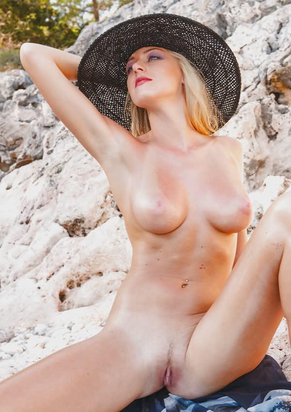 jennifer-na-praia-mostrando-a-buceta-perfeita-gostosa-22