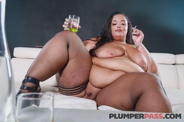 gorda-puta-possando-nua-65