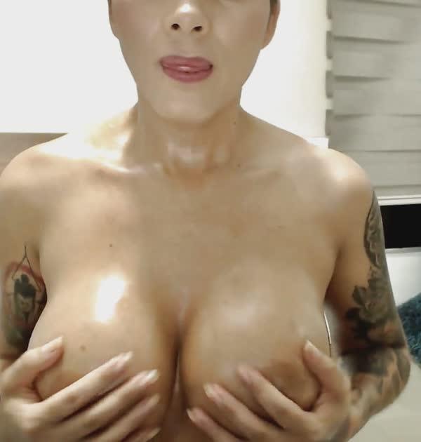 puta-mostrou-as-tetas-na-webcam-5