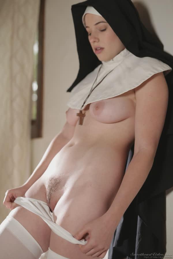 freira-loira-bem-safadinha-se-mostrando-nua-15