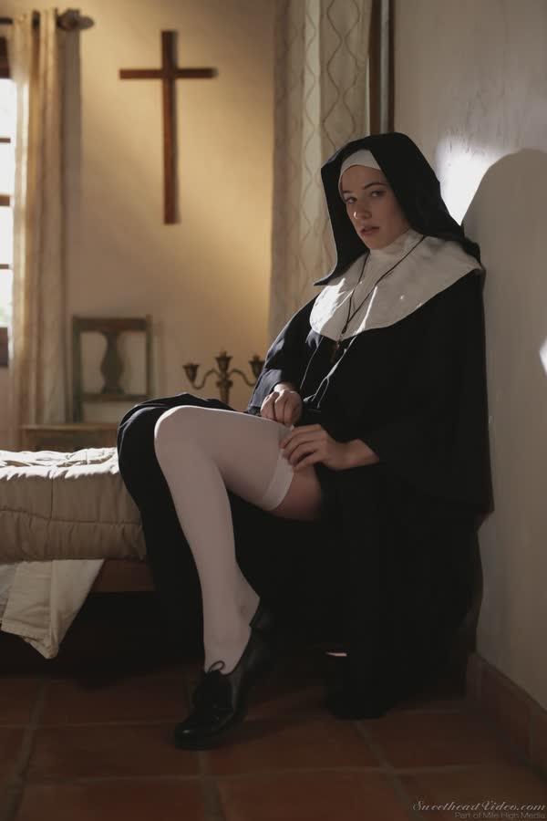freira-loira-bem-safadinha-se-mostrando-nua-2