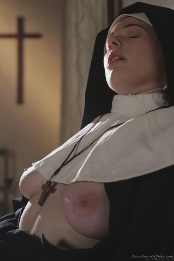 freira-loira-bem-safadinha-se-mostrando-nua-4