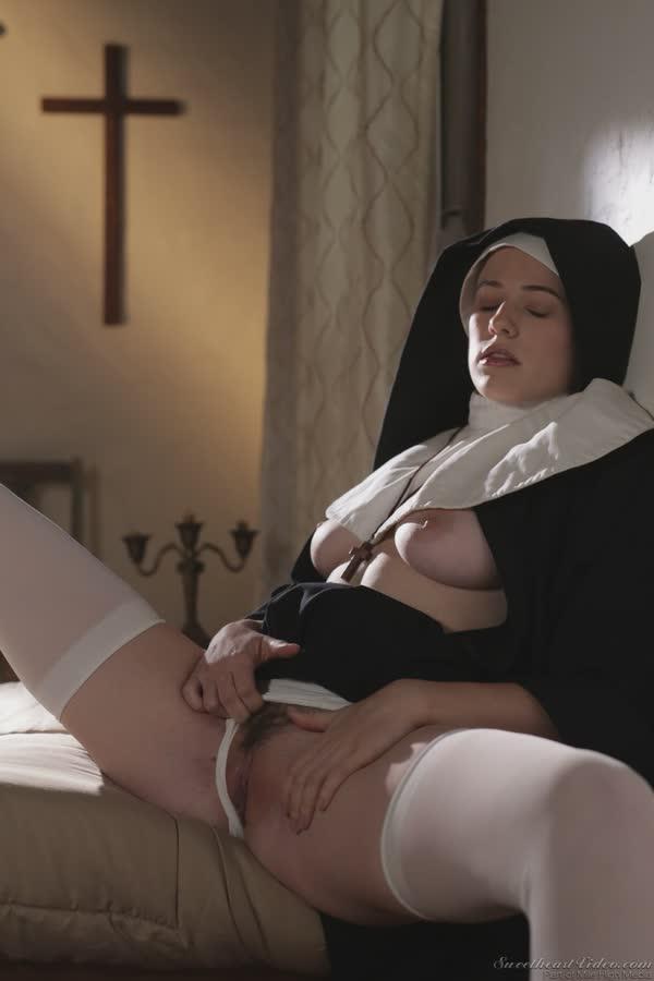 freira-loira-bem-safadinha-se-mostrando-nua-5