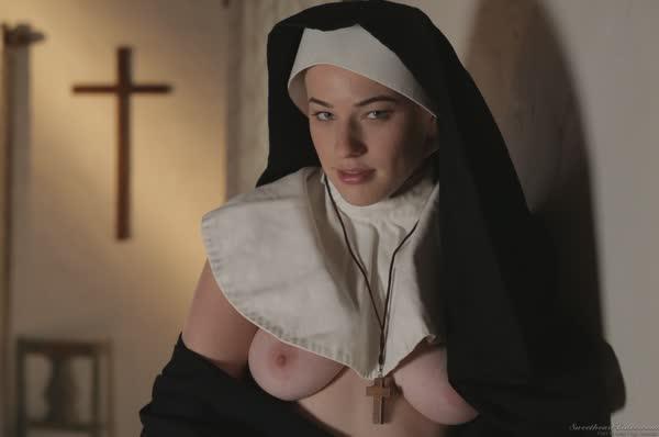 freira-loira-bem-safadinha-se-mostrando-nua-7