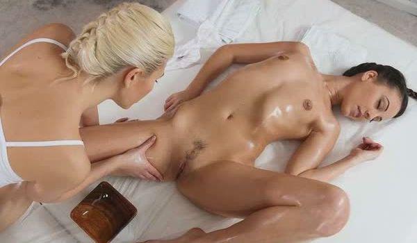 Imagem para Loira puta massageando a moreninha
