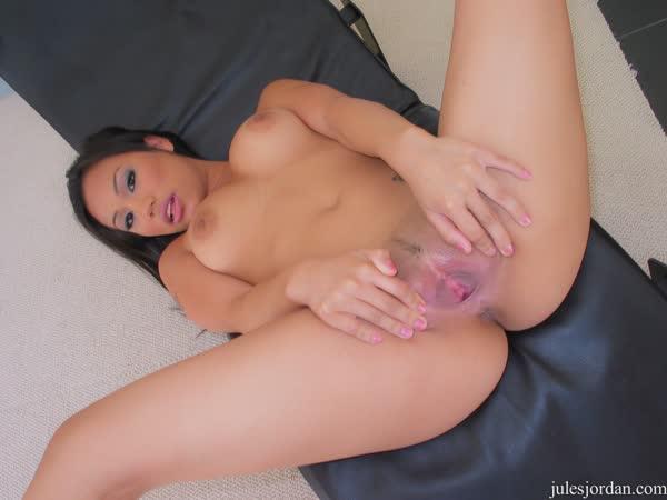 enfermeira-asiatica-mostrou-as-tetas-18