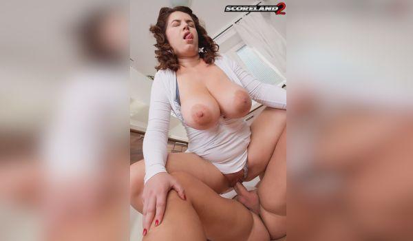 Tetuda com a linguinha de fora no sexo