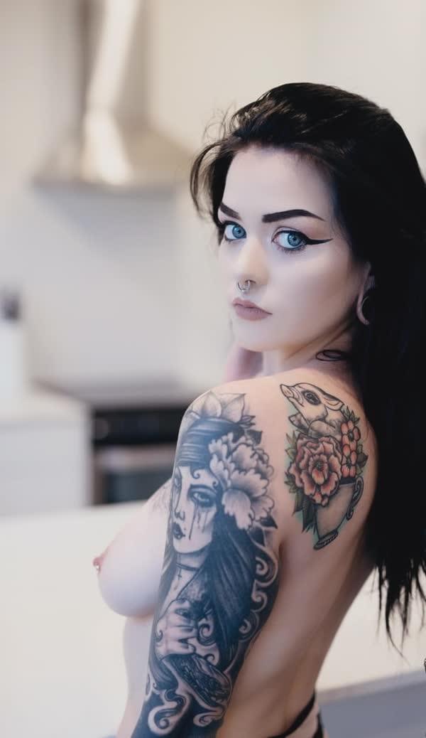 ninfetinha-tatuada-posando-nua-20
