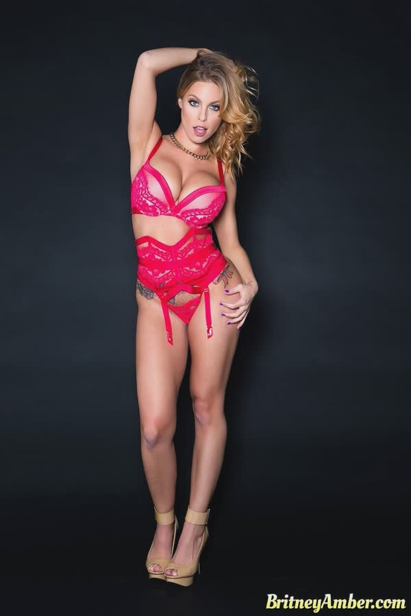loira-gata-de-lingerie-7