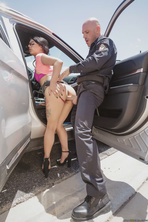 gina-valentina-fodendo-com-o-policial-10