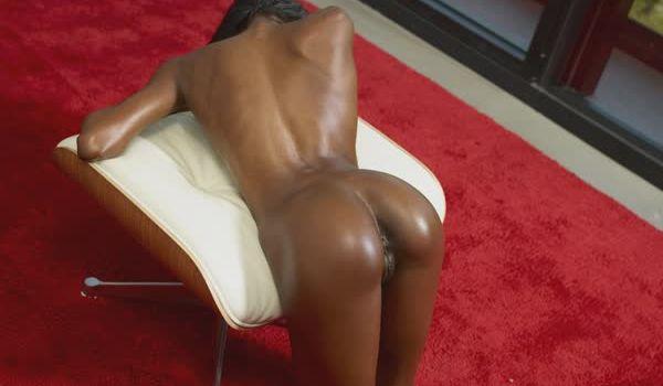 Imagem para Negrinha empinando a bundinha