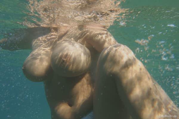 putinha-nadou-so-de-calcinha-2