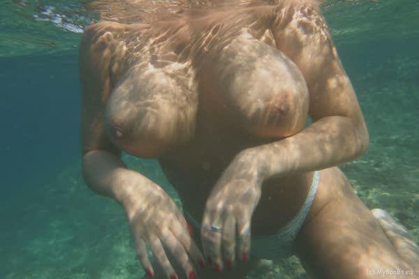 putinha-nadou-so-de-calcinha-5