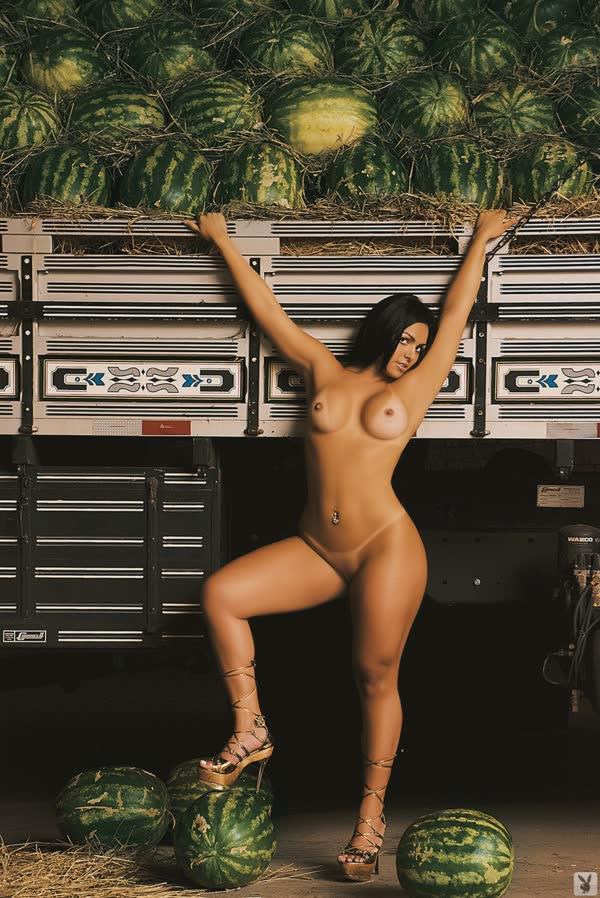 mulher-melancia-mostrando-o-corpo-gostoso-13
