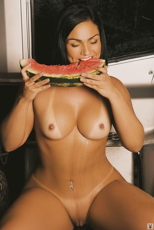 mulher-melancia-mostrando-o-corpo-gostoso-15