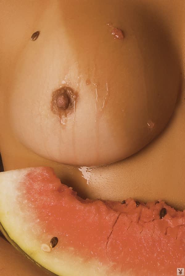 mulher-melancia-mostrando-o-corpo-gostoso-16