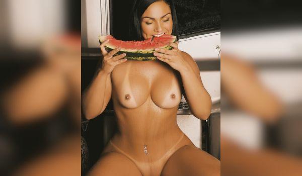 Imagem para Mulher melancia mostrando o corpo gostoso